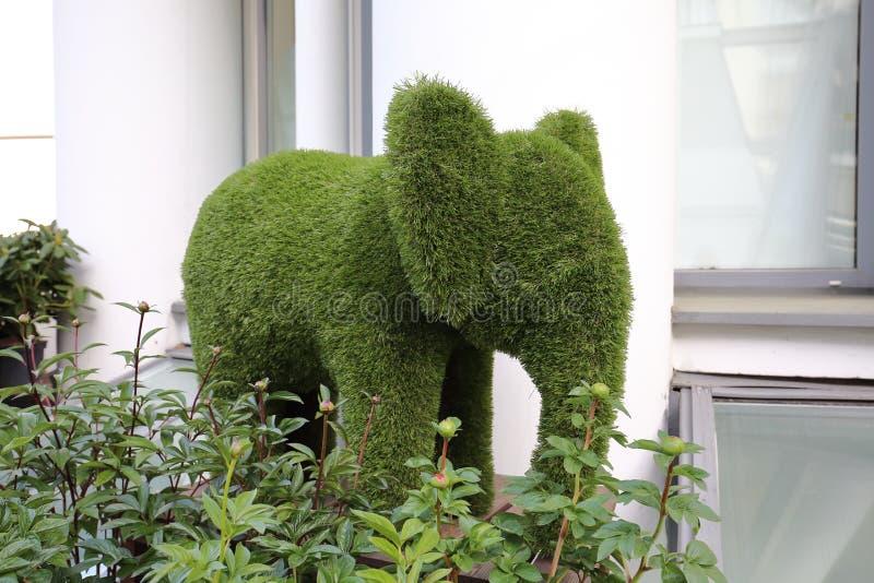 Sculpture en herbe d'éléphant image libre de droits