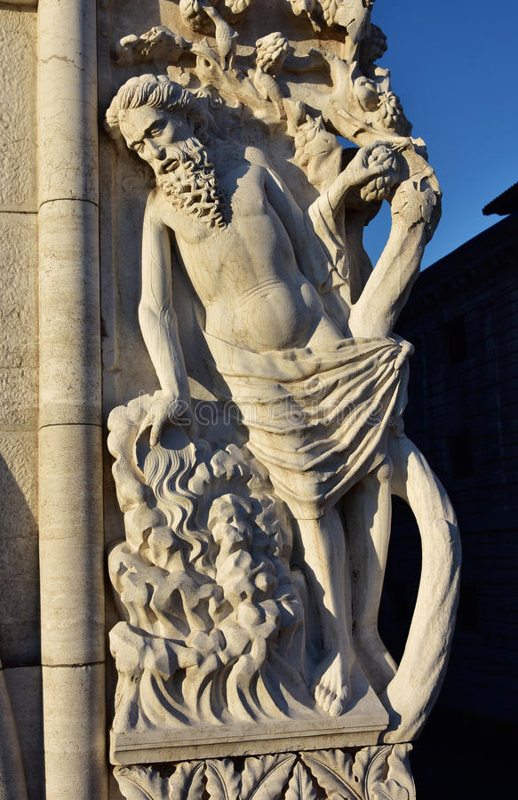 Sculpture en ivresse de Noé de Palais des Doges (au coucher du soleil) photographie stock libre de droits