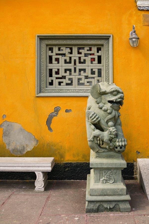 Sculpture en lion de gardien photos stock