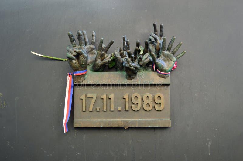 Sculpture en main sur la République Tchèque de Prague de rue de Narodni photographie stock