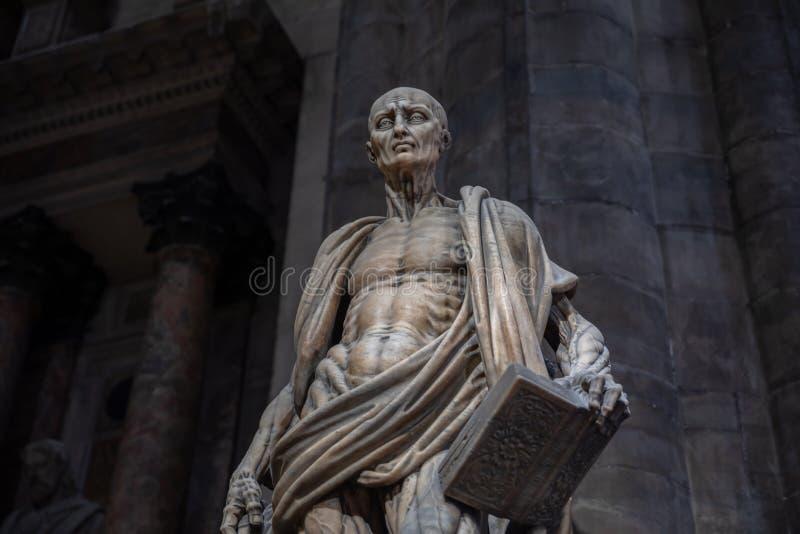 Sculpture en marbre de plan rapproché en Milan Cathedral (Di Milan de Duomo) image libre de droits