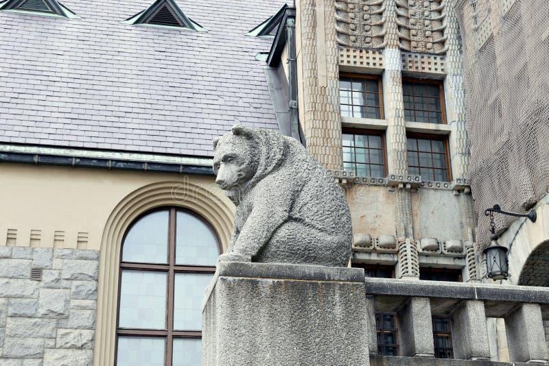 Sculpture en ours - décoration architecturale photo libre de droits