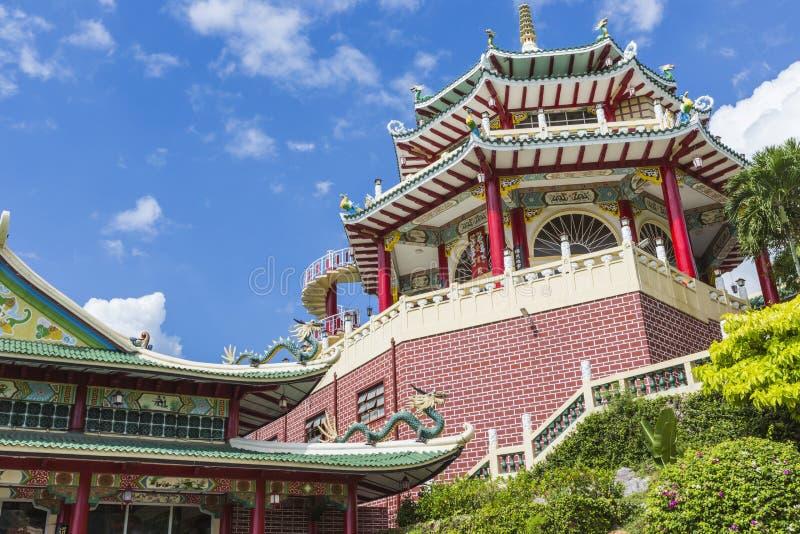 Sculpture en pagoda et en dragon du temple de Taoist à Cebu, Philip image libre de droits