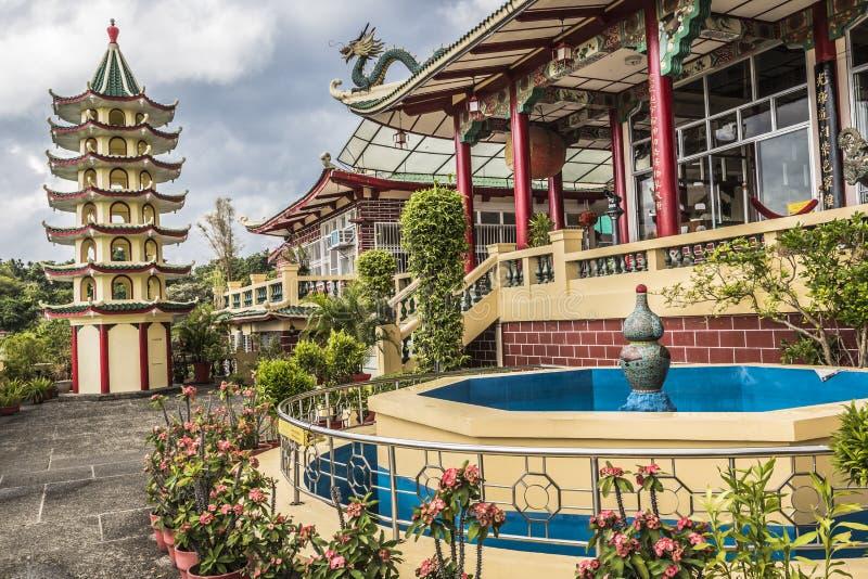 Sculpture en pagoda et en dragon du temple de Taoist à Cebu, Philip photos stock