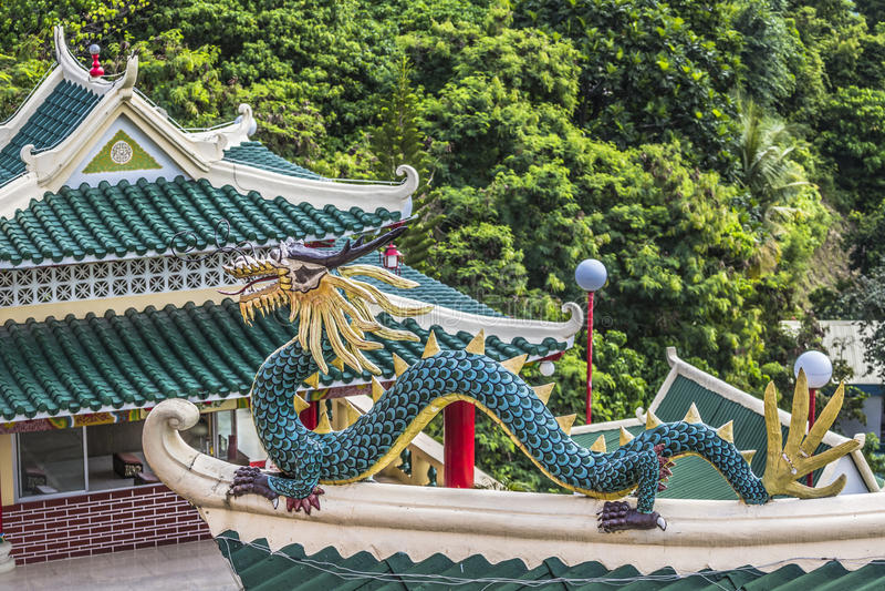 Sculpture en pagoda et en dragon du temple de Taoist à Cebu, Philip images libres de droits