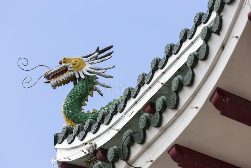 Sculpture en pagoda et en dragon du temple de Taoist à Cebu, Philip photographie stock