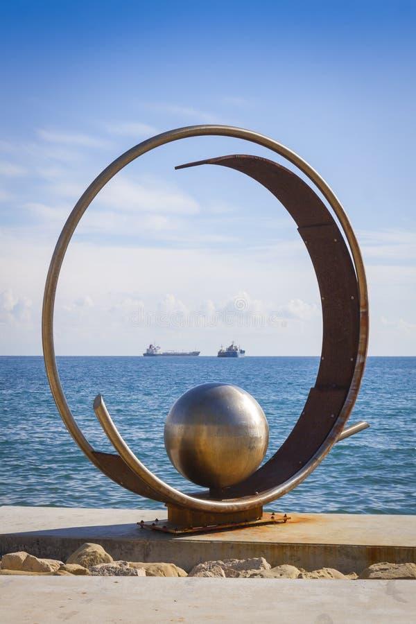 Sculpture en parc de Molos à l'allée de promenade à Limassol, Chypre photographie stock
