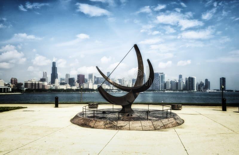 Sculpture en planétarium d'Adler et horizon de Chicago - effet artistique blanchi de portrait - Chicago, l'Illinois, Etats-Unis photographie stock libre de droits