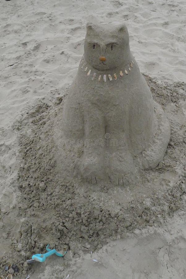 Sculpture en sable d'un chat photographie stock libre de droits