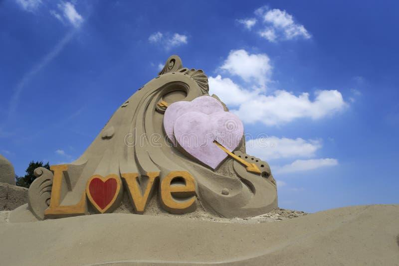 Sculpture en sable de l'amour photographie stock libre de droits