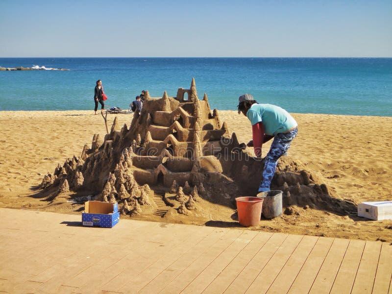 Download Sculpture En Sable Sur La Plage De Barceloneta L'espagne Photo stock éditorial - Image du catalonia, voyage: 56487053