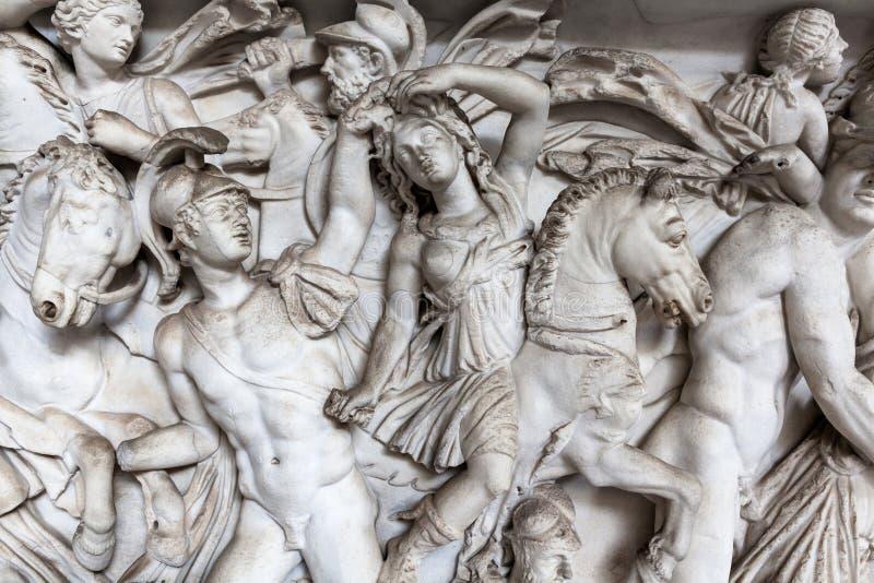 Sculpture en soulagement de scène de bataille dans le musée de Vatican photo stock