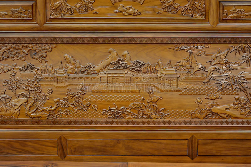 Sculpture exquise sur les meubles en bois dans le style traditionnel chinois image libre de droits
