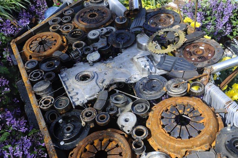 Sculpture faite à partir de l'élément de moteur de véhicule photographie stock libre de droits