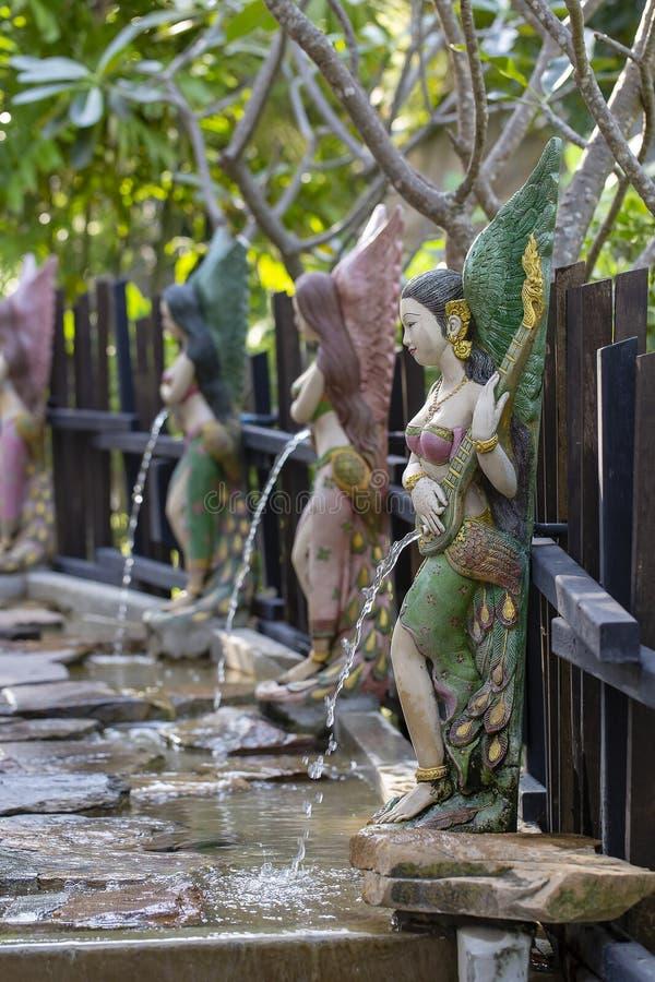 Sculpture femelle, statue dans le jardin tropical décoré dans le style asiatique, Thaïlande photos libres de droits