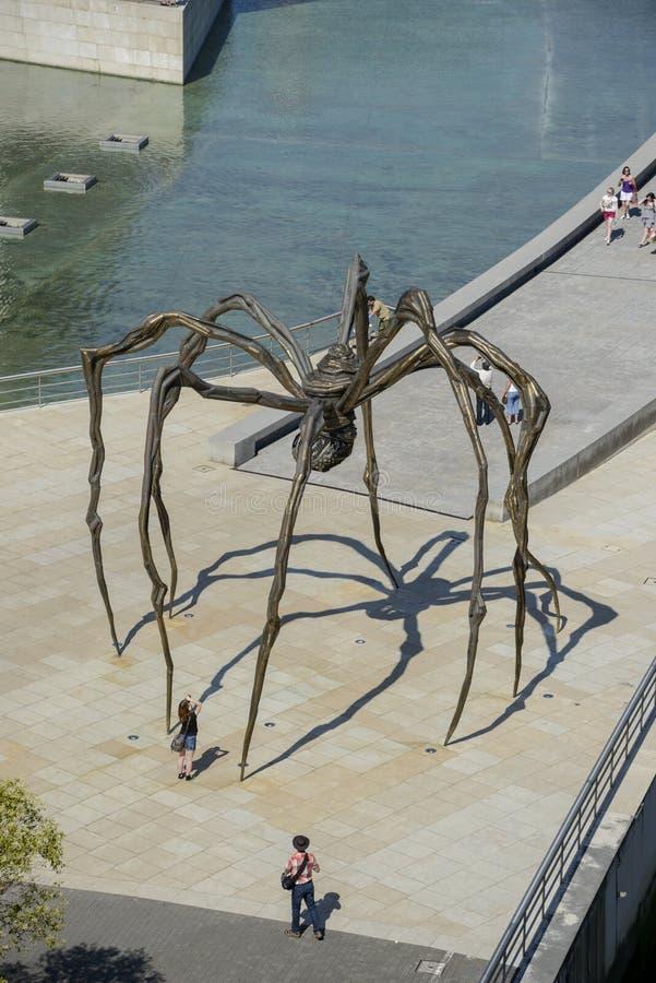 Sculpture géante en araignée devant le musée de Guggenheim Bilbao image libre de droits