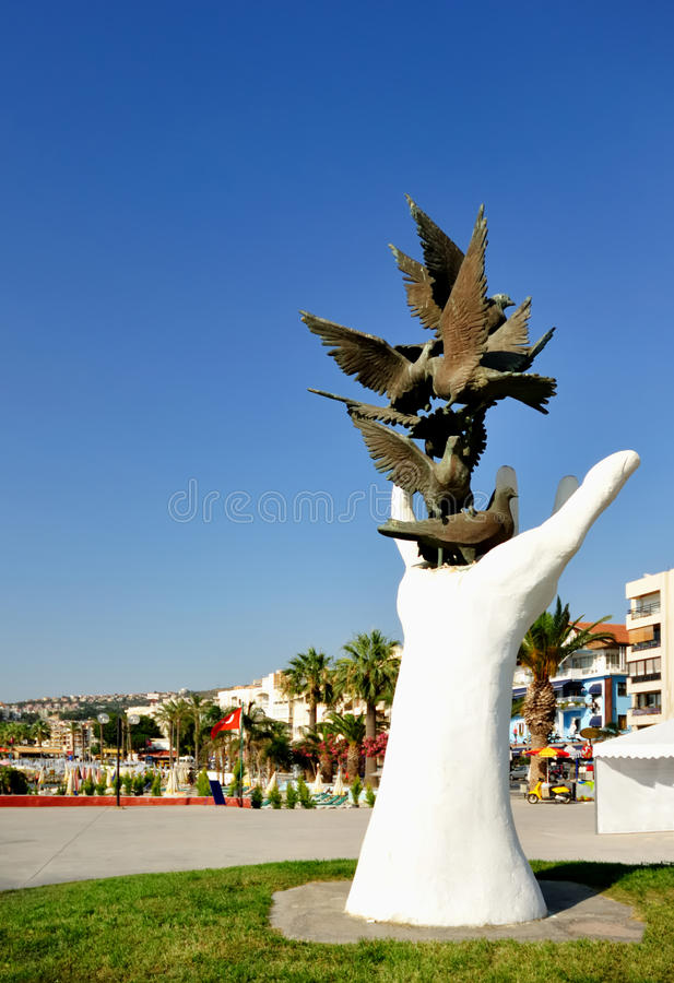 Sculpture hand of peace with doves