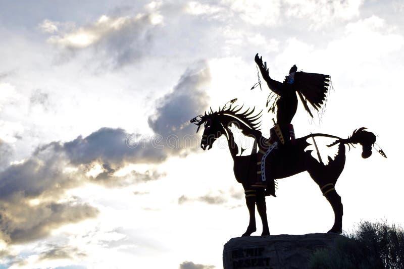 Sculpture indigène silhouettée dans Osoyoos, Colombie-Britannique, Canada photo libre de droits