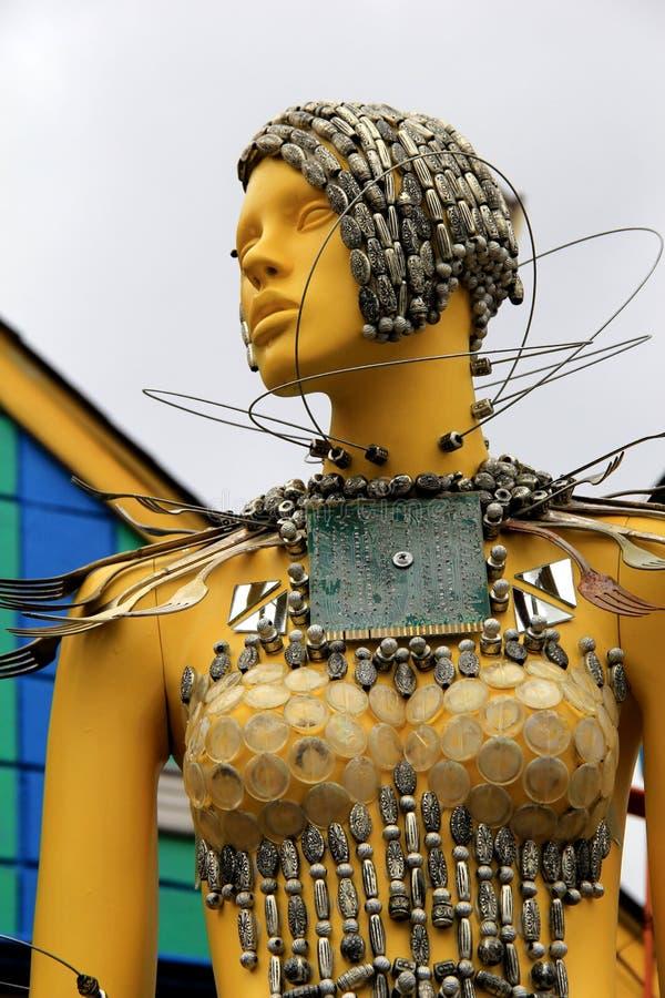 Sculpture intéressante de femme couverte en argenterie en métal, le wagon-restaurant de papier de lune, le Maryland, avril 2015 photo stock