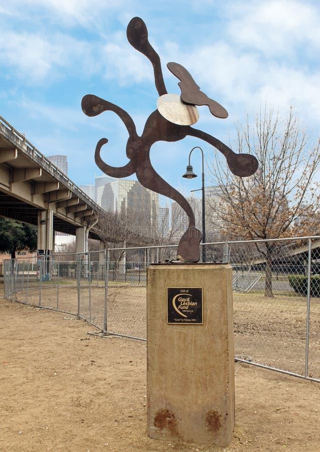 Sculpture lunatique en chien en métal, parc d'écorce central, Ellum profond, le Texas photos libres de droits