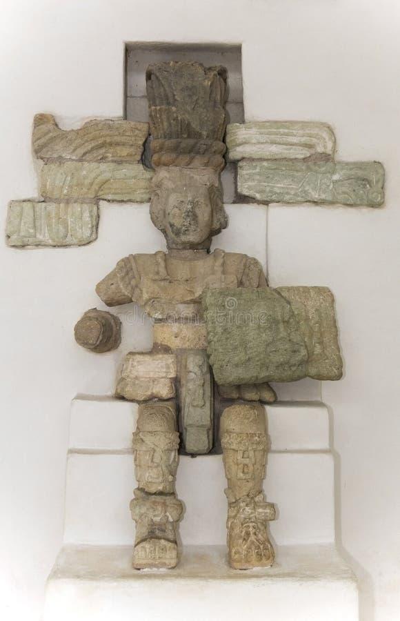 Sculpture maya d'un guerrier image libre de droits