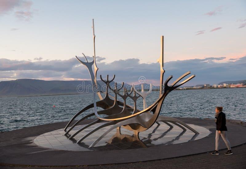 Sculpture moderne en métal ressemblant à Viking Long Ship, The Sun Voyager à Reykjavik photos libres de droits