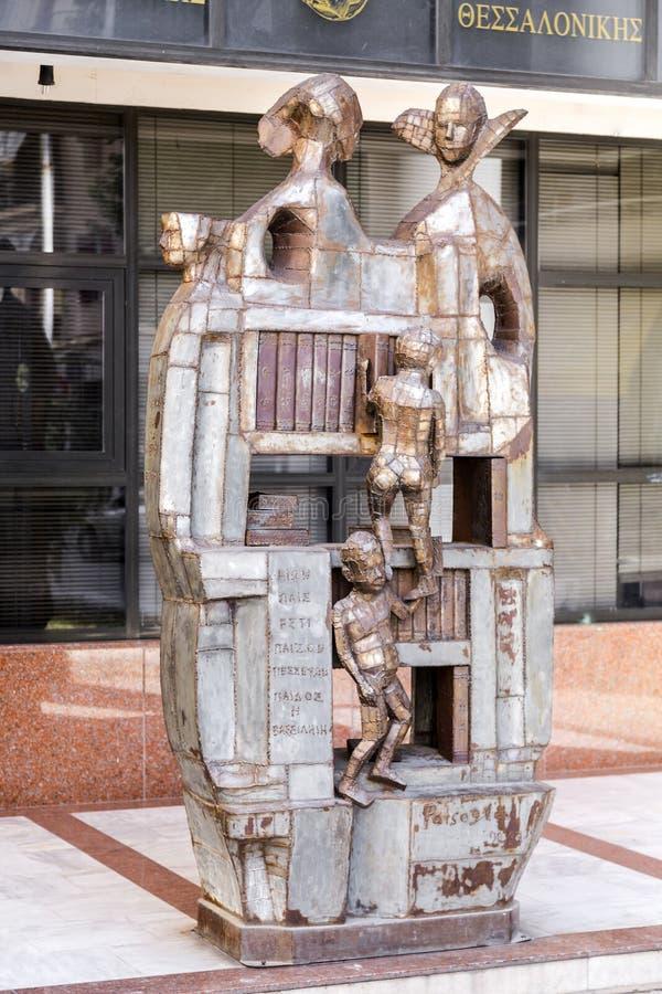Sculpture moderne par le sculpteur grec Patsoglou à Salonique image libre de droits