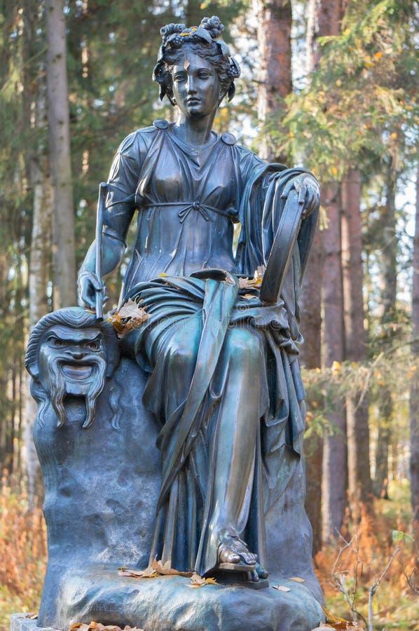 Sculpture mythologique en femail en parc de Pavlovsk photographie stock