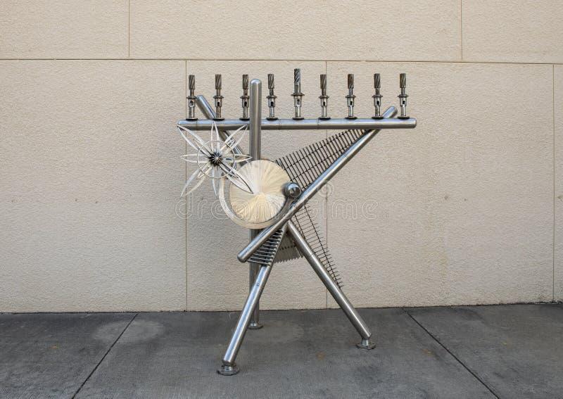 Sculpture par George Tobolowsky en dehors du Musée d'Art biblique à Dallas, le Texas photographie stock libre de droits