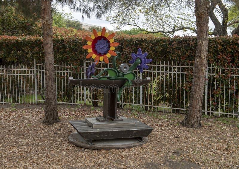 Sculpture par George Tobolowsky en dehors du Musée d'Art biblique à Dallas, le Texas photos libres de droits
