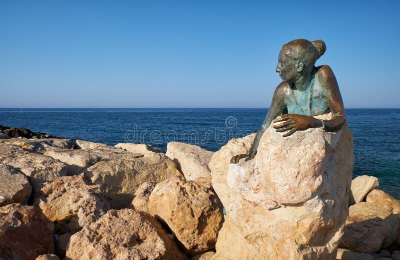 Sculpture Sol Alter door Yiota Ioannidou - een onderdeel van een openluchtmuseum van Paphos Cyprus royalty-vrije stock afbeelding