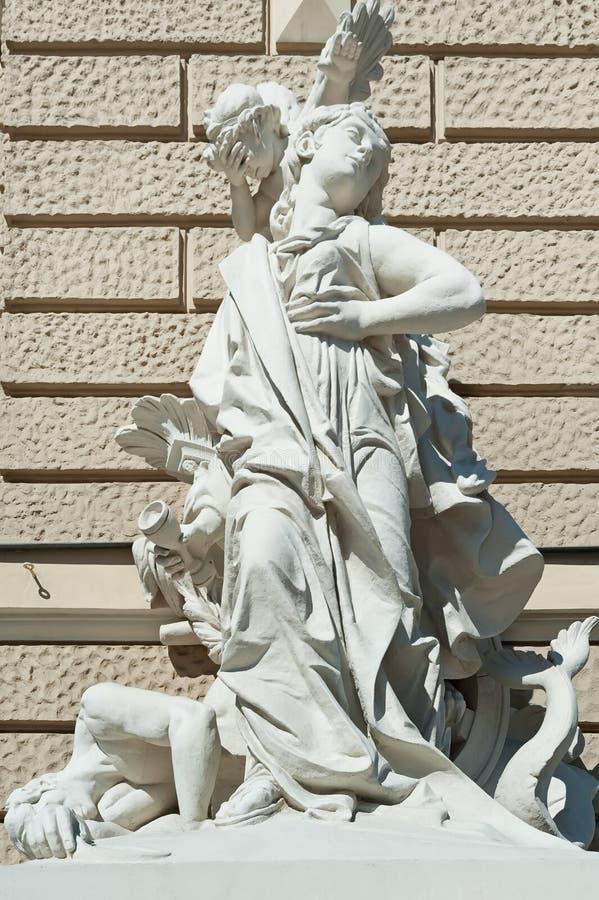 Sculpture sur en dehors d'Odessa National Academic Theater d'opéra et de ballet dans Odesa Ukraine image stock