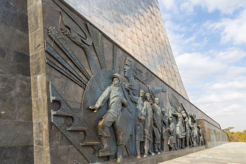 Sculpture sur le monument aux conquérants de l'espace, Moscou, Russie photographie stock libre de droits