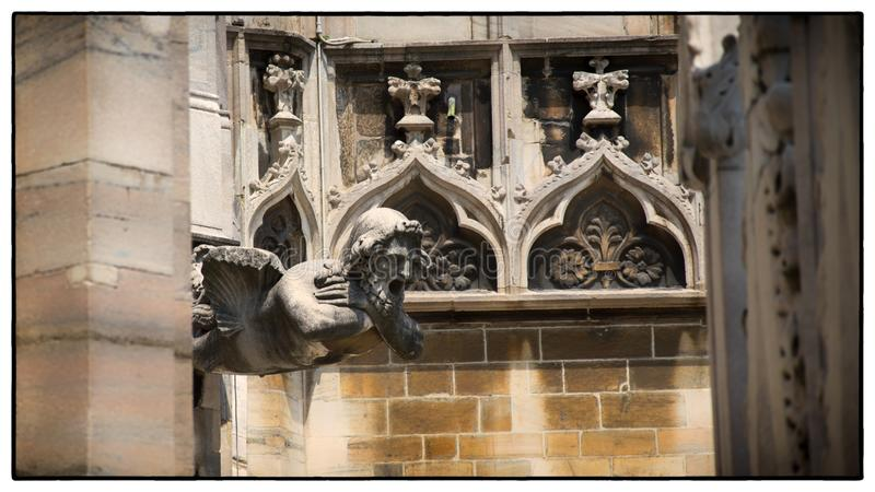Sculptures à la façade de la cathédrale de Milan, alias Duomo image libre de droits