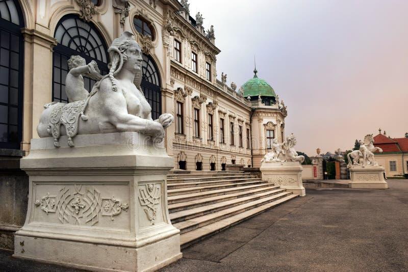 Sculptures au palais de belvédère d'entrée, Vienne, Autriche images libres de droits