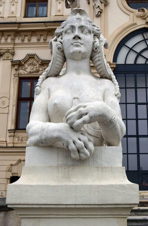 Sculptures au palais de belvédère d'entrée, Vienne, Autriche photographie stock libre de droits