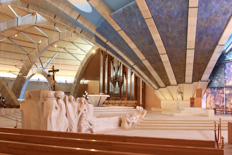 Sculptures dans l'aumônier Pio Pilgrimage Church, Italie photo stock