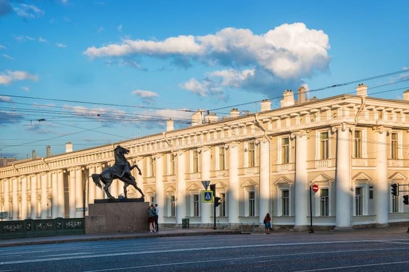 Sculptures des chevaux sur le pont d'Anichkov image libre de droits