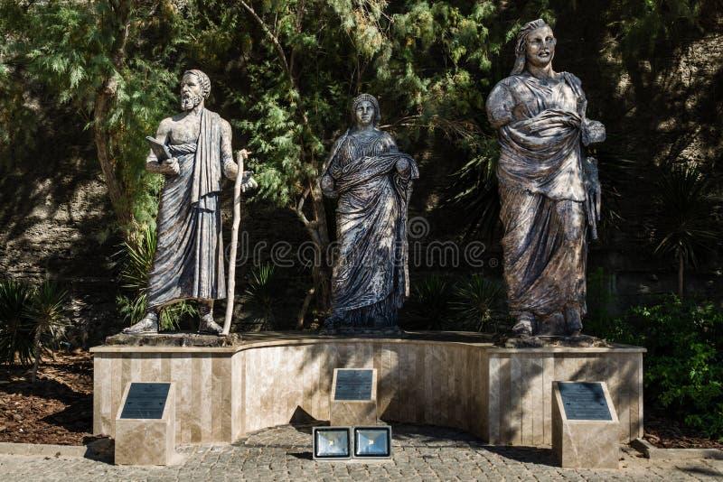 Sculptures devant le château de Bodrum, Mugla, Turquie image libre de droits