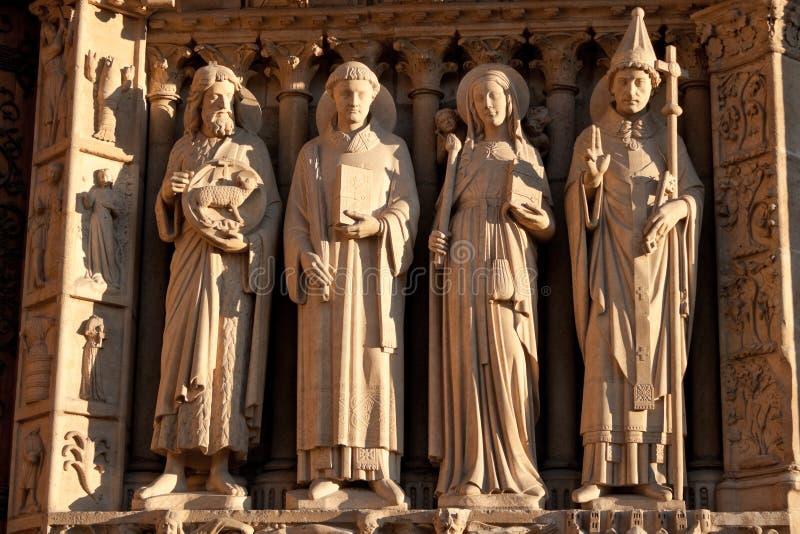 Sculptures du Notre Dame de Paris images libres de droits