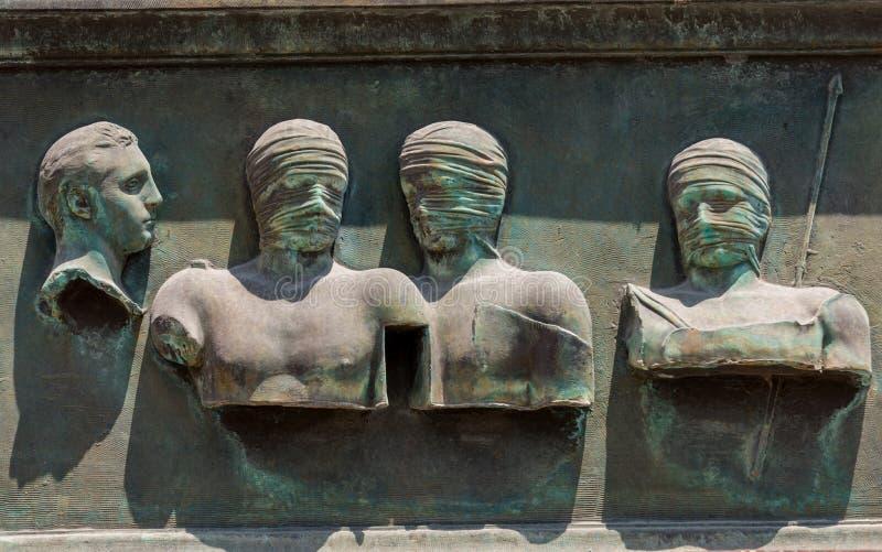Sculptures du sculpteur polonais Igor Mitoraj sur l'affichage au site arch?ologique de Pompeii, la ville romaine antique, d?truit photo stock