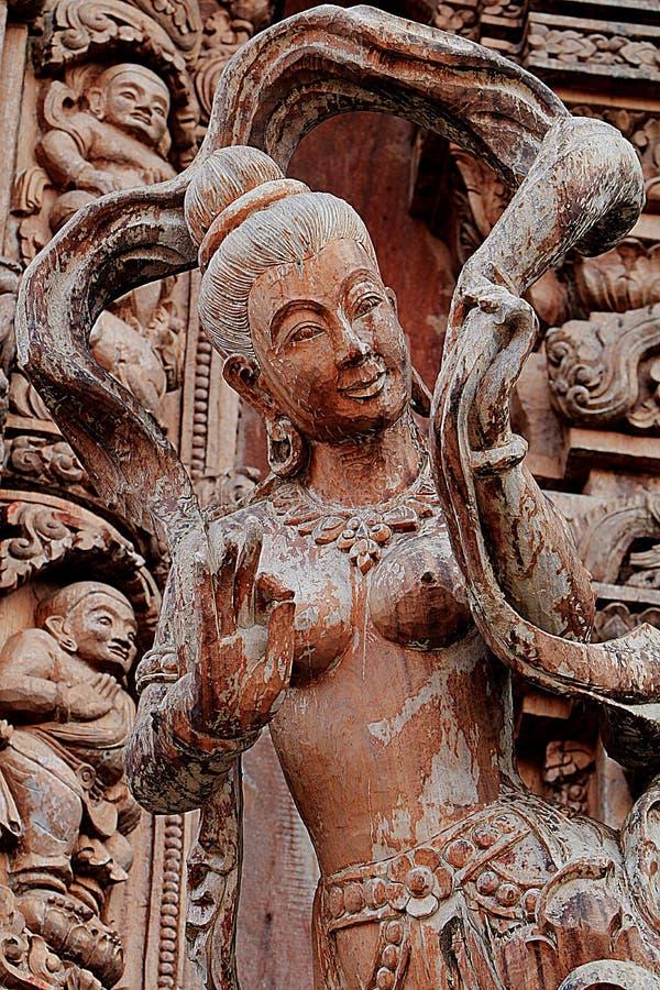 Sculptures en bois découpées dans le monde Sanctuaire de la vérité, Pattaya, Thaïlande image stock