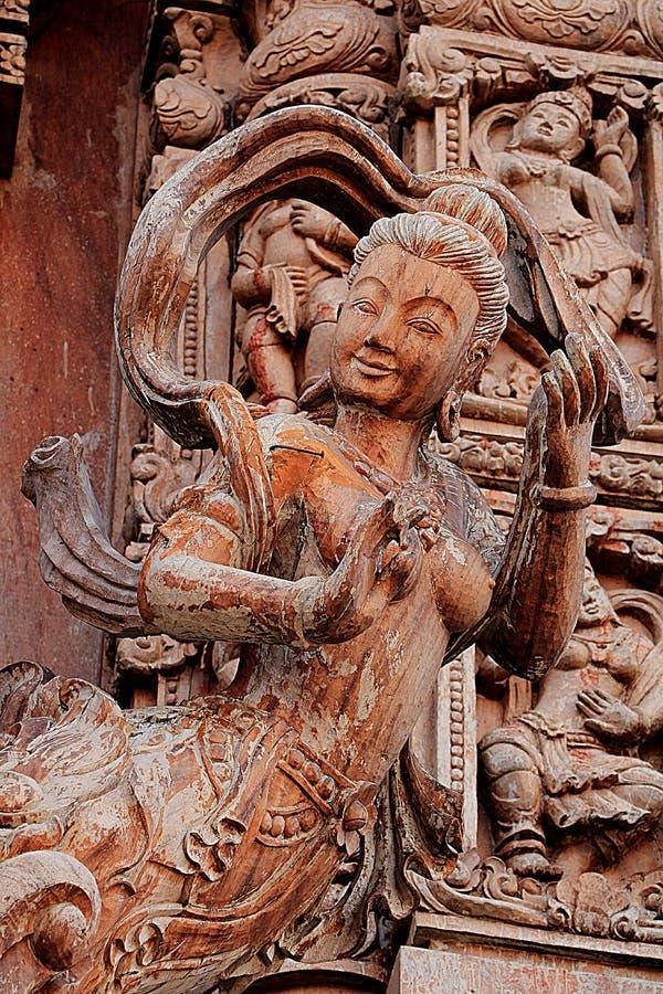 Sculptures en bois découpées dans le monde Sanctuaire de la vérité, Pattaya, Thaïlande images stock