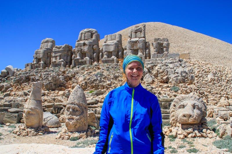Sculptures en pierre antiques des rois et des animaux sur le mont Nemrut Nemrut Dag images libres de droits