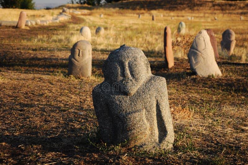 Sculptures en pierre historiques sur la route en soie, Kirghizistan images stock