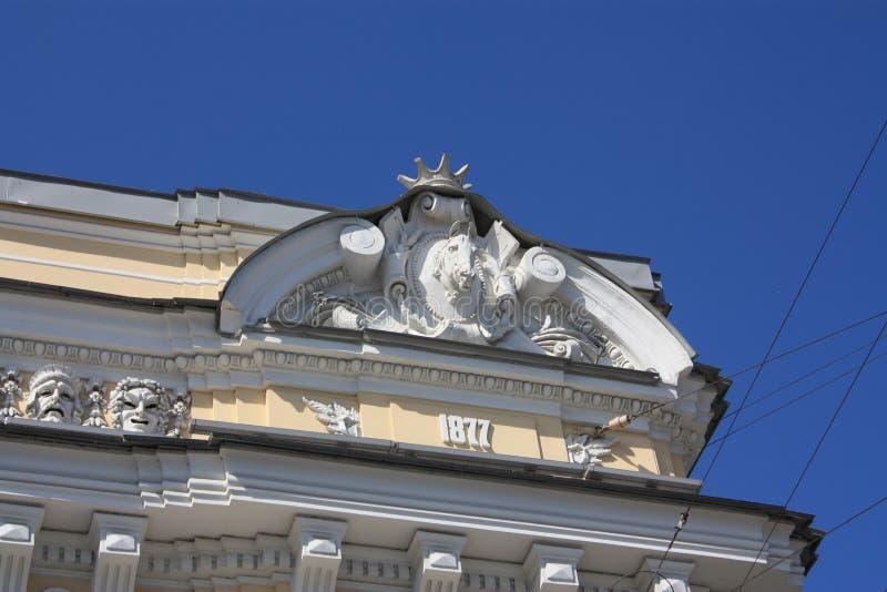sculptures et bas-reliefs de la façade du bâtiment image libre de droits