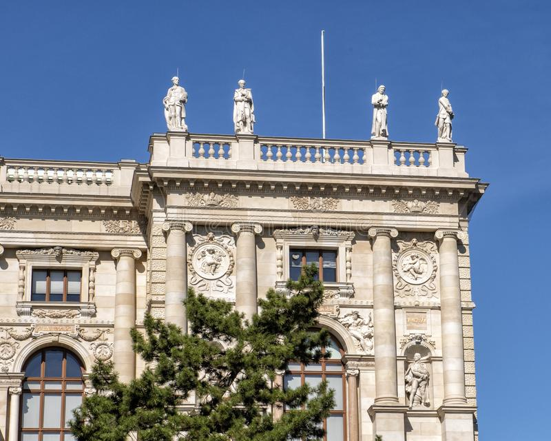 Sculptures, front of the Natural History Museum, Maria-Theresien-Platz, Vienna, Austria. Pictured are sculptures atop and on the front of the Natural History stock images