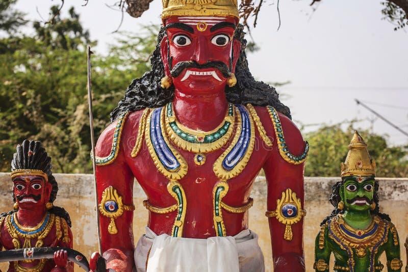 Sculptures près de temple saint à la campagne de Tamil Nadu photographie stock