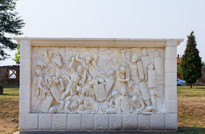 Scultpure en pierre avec la bataille Daco-romaine photo stock