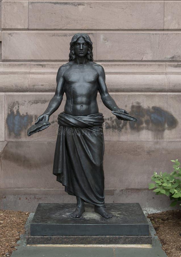 Scultura bronzea, ` di Jesus Breaking Bread del ` da Walter Erlebacher, Filadelfia immagini stock libere da diritti